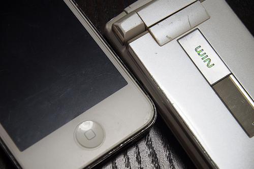 iPhone4sとauガラケー