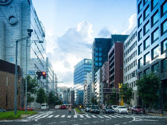 都会の町並みの画像