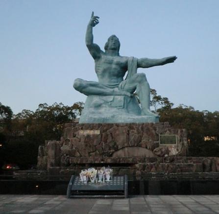平和祈念像の画像